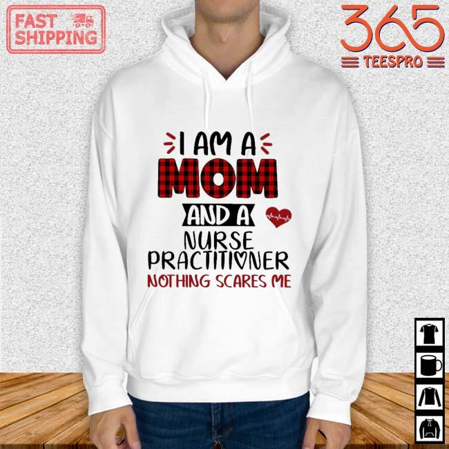I am a mom as a nurse practitioner nothing scares Me Hoodie trang